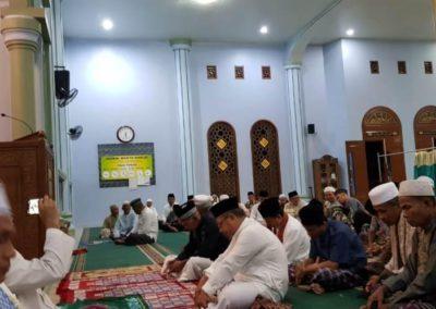 Kepala Dinas Kominfo M Arif mengikuti kegiatan Shubuh Keliling Pemkab Merangin di Masjid At Taqwa Pulau Rengas, Jumat (10/1/2020).