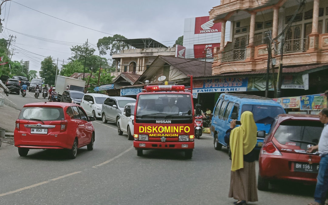 Diskominfo Sampaikan Himbauan Bupati Tentang Corona, Gunakan Armada Damkar Keliling Kota Bangko