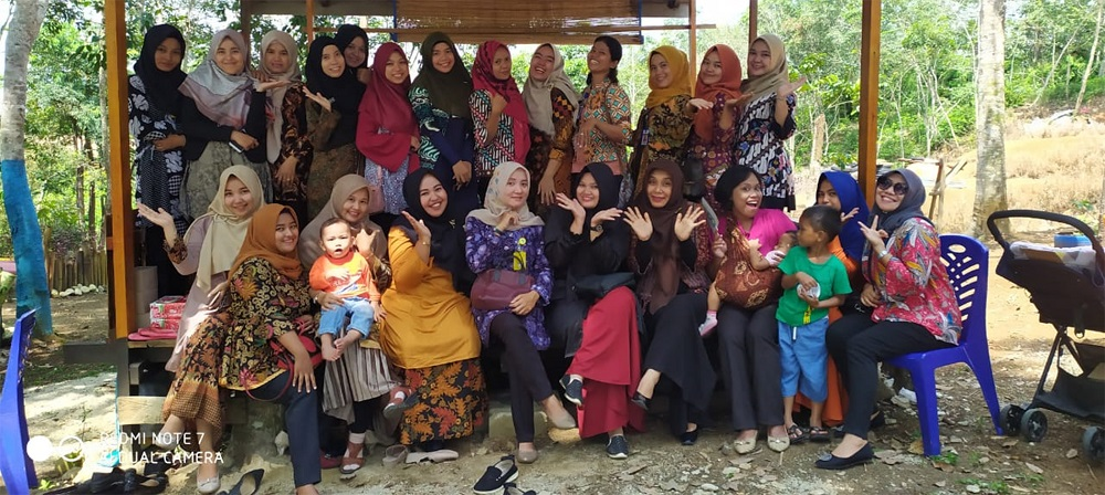 DW Diskominfo Arisan Sambil Rekreasi